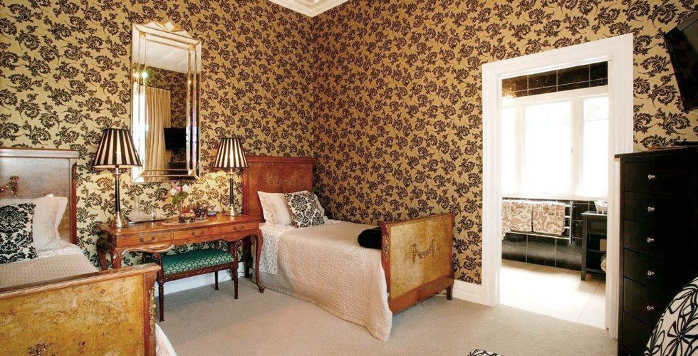 Eden_Park_Bed_Breakfast_Inn-Cream_Room