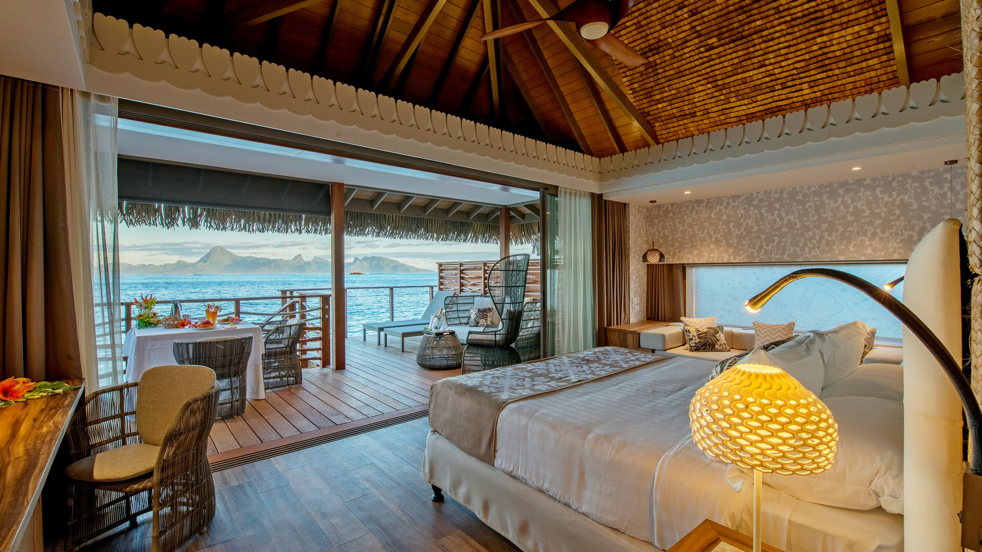 Intercontinental_Tahiti-Overwater_Bungalow