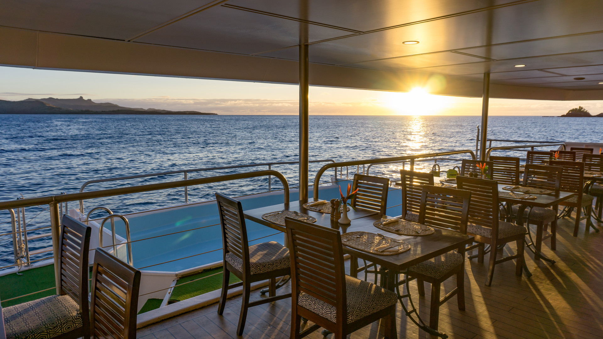 Blue_Lagoon_Cruises-Restaurant