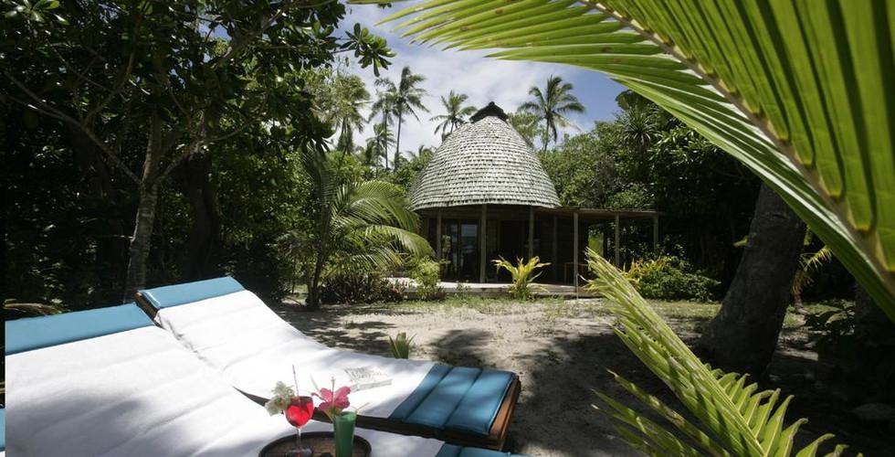Fafa_Island_Resort-Strandliegen