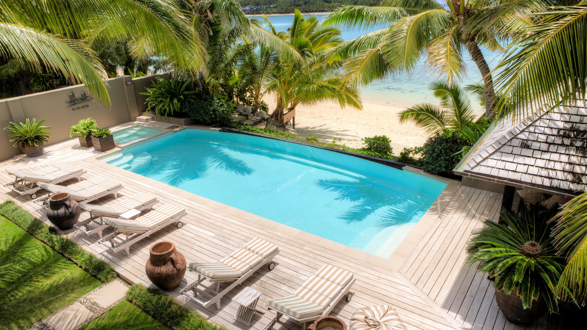 Cook_Inseln-Te_Vakaroa_villa-pool_strand