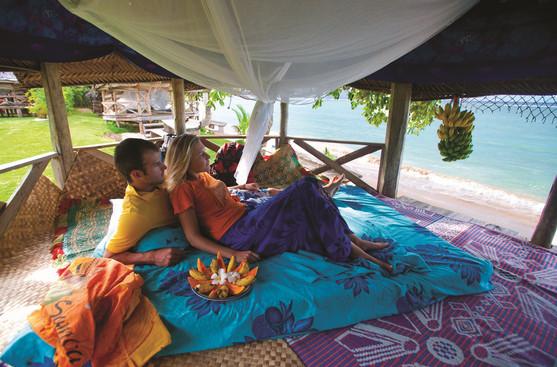 Relaxen in einer Strand-Fale in Samoa