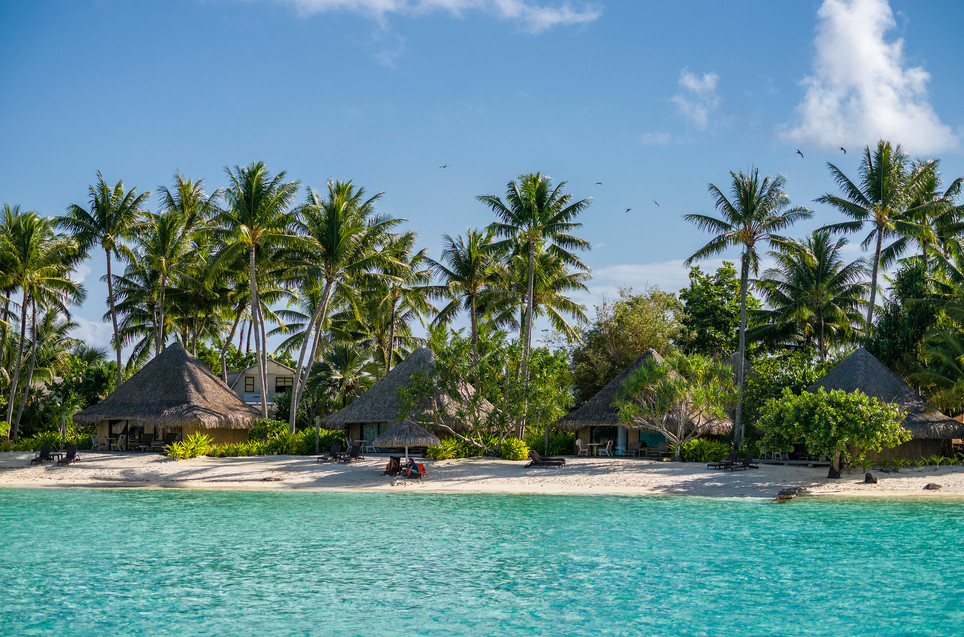 InterContinental_Bora_Bora_Le_Moana_Resort-Beach_Bungalows_Strand