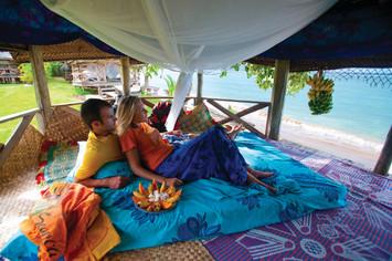 Typische samoanische Fale am Strand