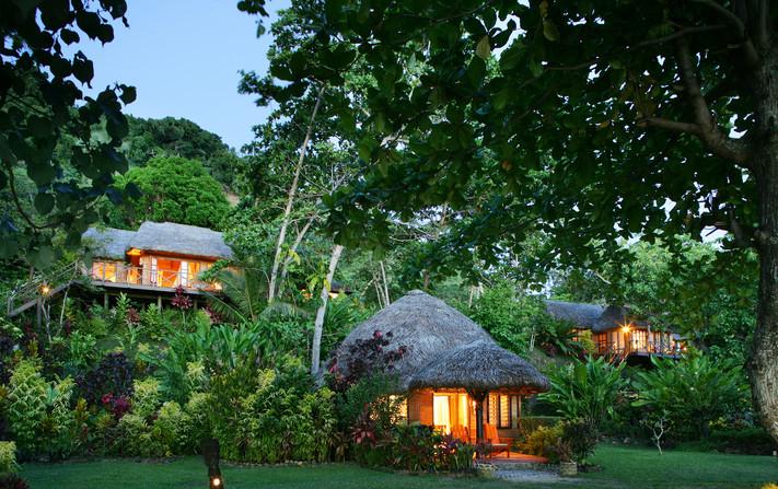 Matangi Private Island Resort / Baumhaus & Bungalows