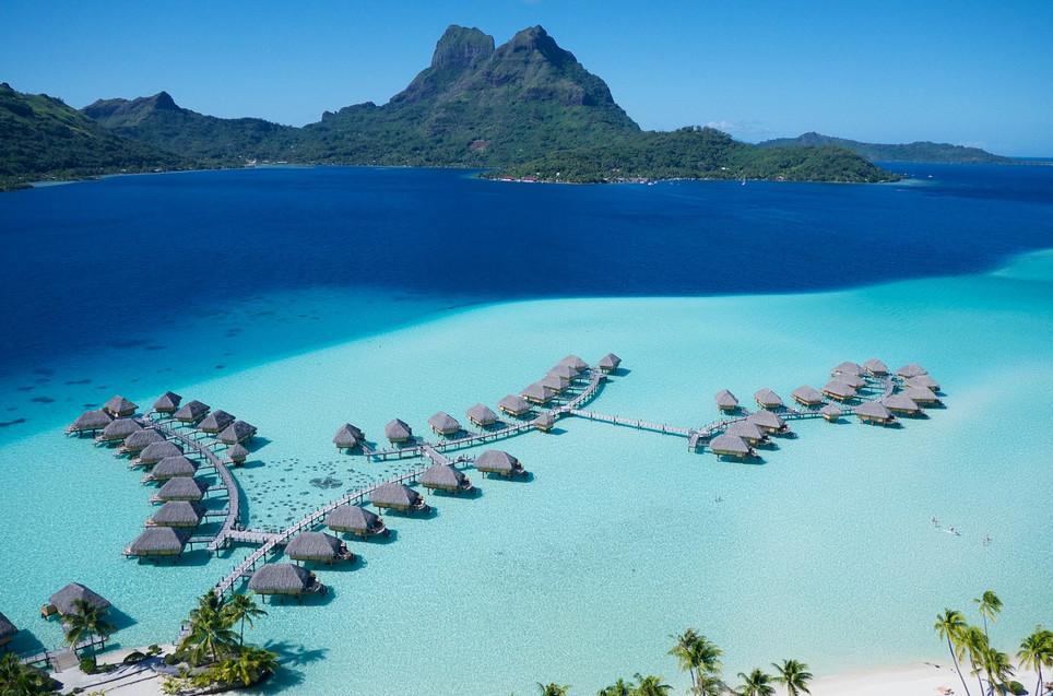 Le_Bora_Bora_by_Pearl_Resorts-Overwater_Bungalows_mit_Otemanu