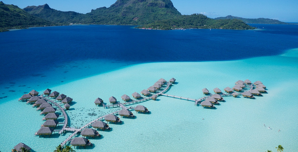 Le_Bora_Bora_by_Pearl_Resorts-Overwater_Bungalows_mit_Otemanu