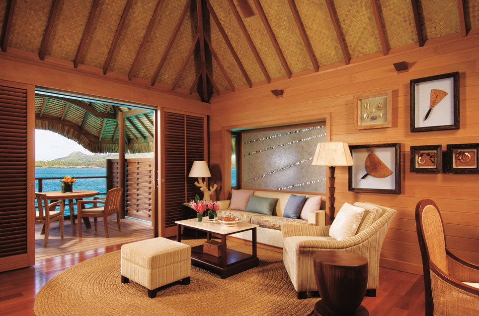 Four_Seasons_Resort_Bora_Bora-Overwater_Bungalow_innen