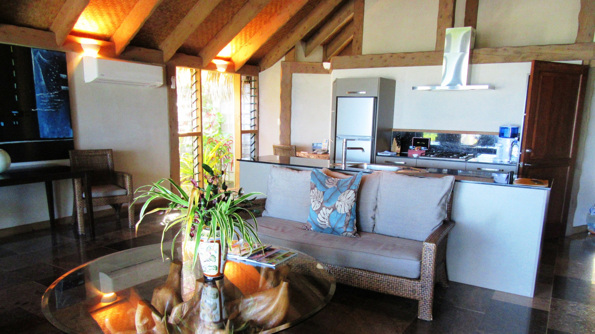 Aitutaki_Escape-Villa-Küche-Lounge