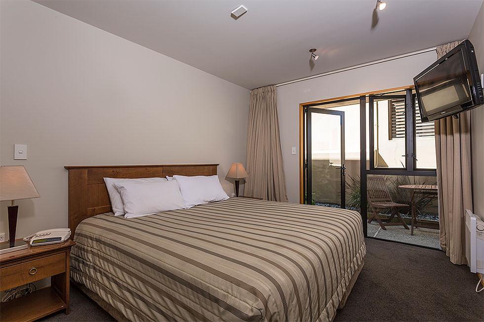 One_Bed_Courtyard-Küche-Schlafbereich