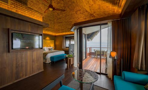 Intercontinental_Tahiti-Overwater_Bungalow_Lagoon