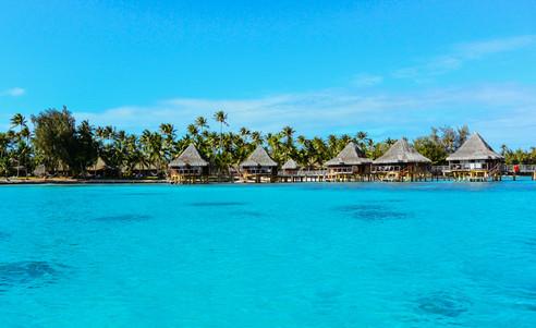 Rangiroa-Hotel_Kia_Ora_Resort-Lagune-Overwater_Bungalows