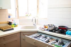 נחל פארן 32 - הצצה למגירות המטבח המצויד
