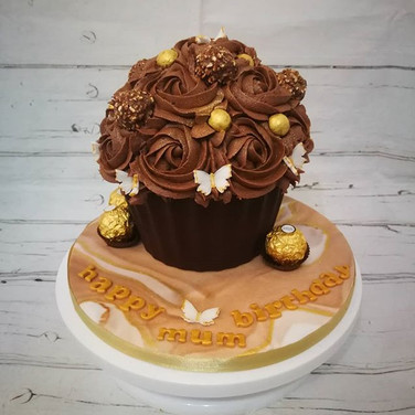 Golden chocolate cupcake