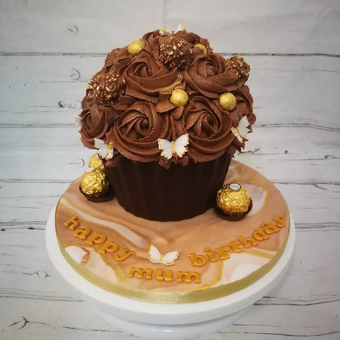 Golden chocolate cupcake