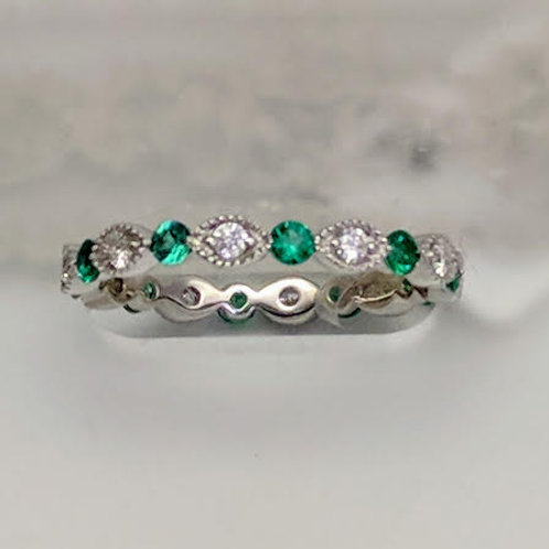14k White Gold Emerald & Diamond Eternity Ring