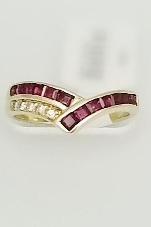 14k Yellow Gold Ruby & Diamond Ring