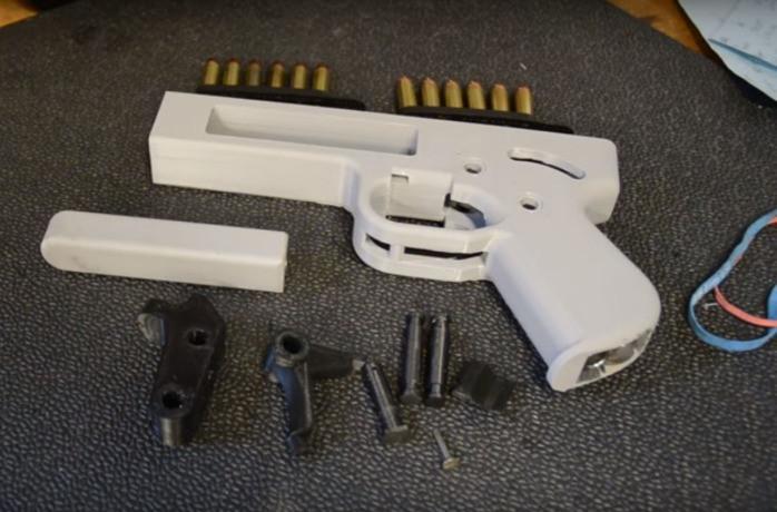 Maletín con pistola 3D