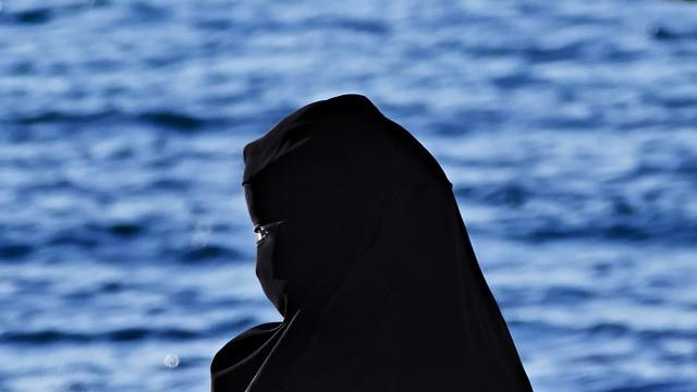 La mujer está relegada al hombre en todos los aspectos en el Estado Islámico