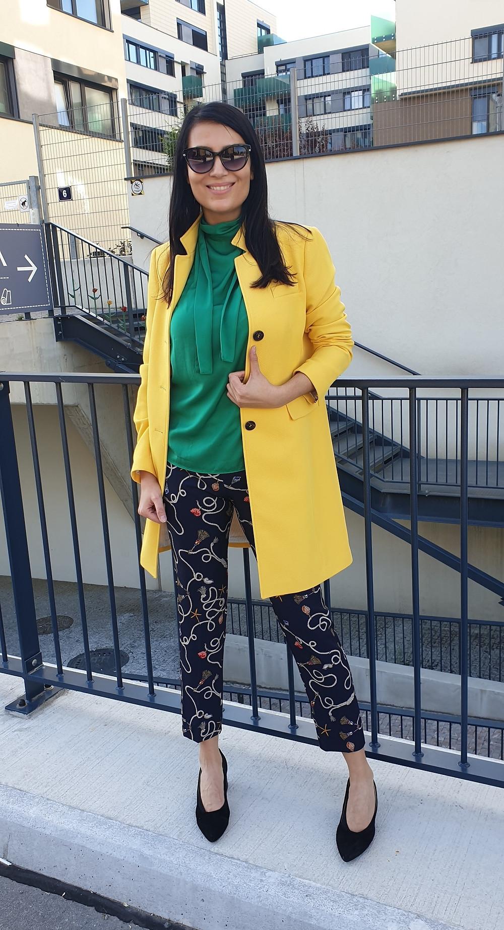 Žlutá, zelená a tmavomodrá