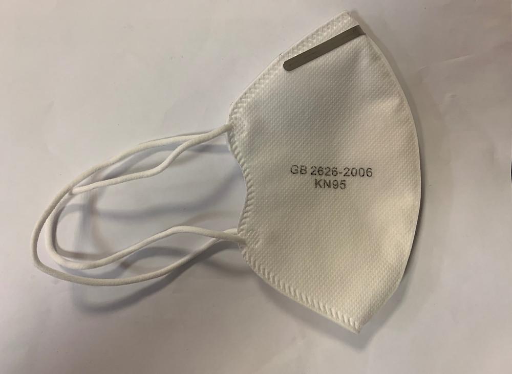 079004 (fehér) 4 rétegű maszk, 1x használatos, orrmerevítővel. Magas szűrőkapacitással! (KN95)