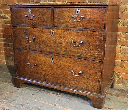 Small 18th century oak chest of drawers