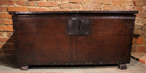 Small early oak plank coffer