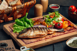 grilled-fish-with-fresh-vegetable-salad-