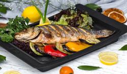 roasted-fish-garnished-with-lemon-slices