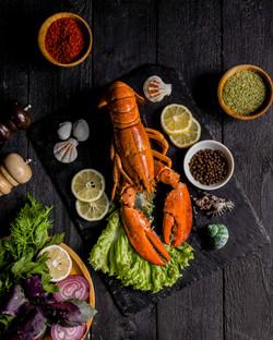roasted-lobster-served-with-vegetables-l