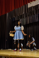 P176X lead actress performing The Wiz.jp
