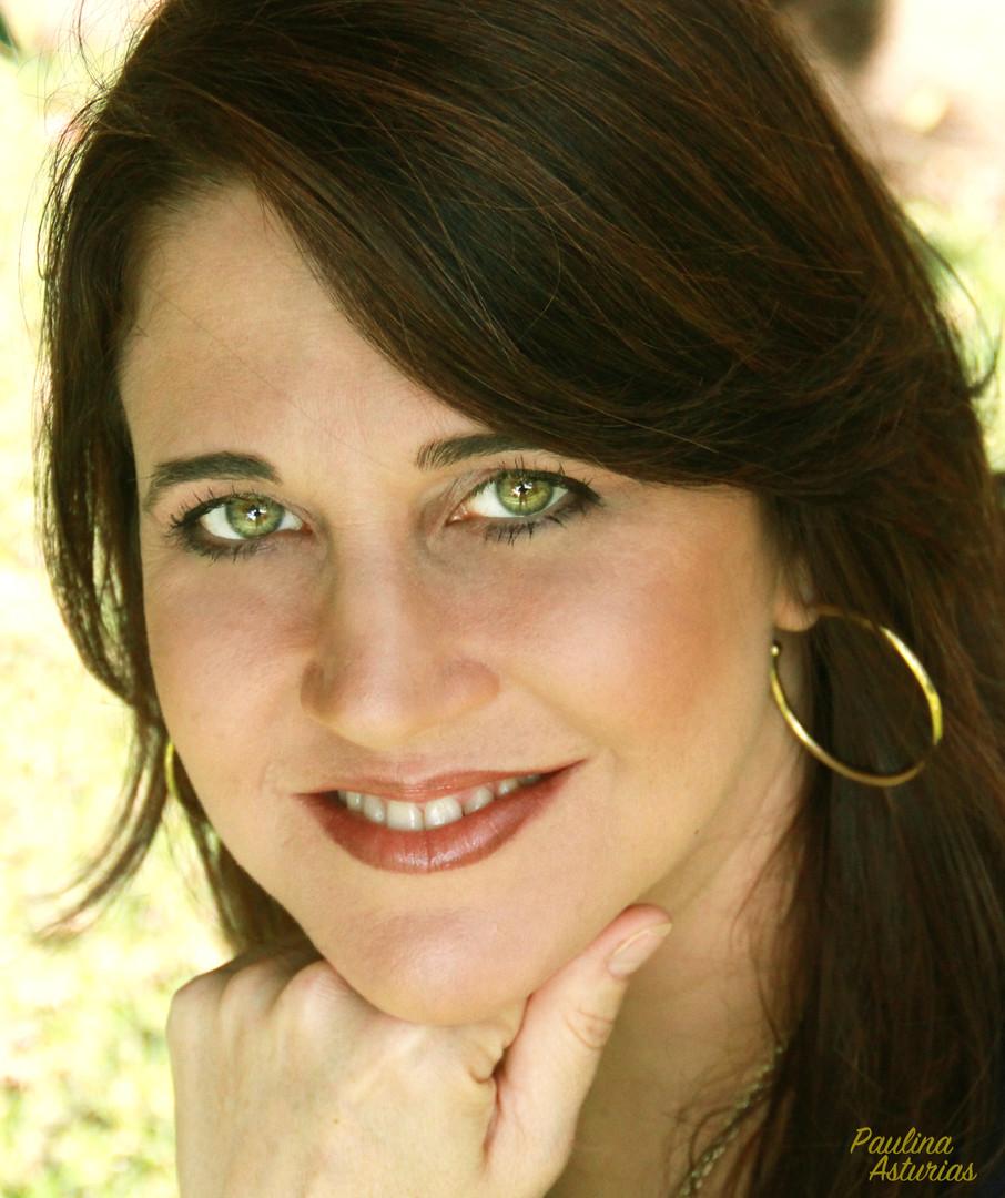 Photograph of Author Annete Ruiz