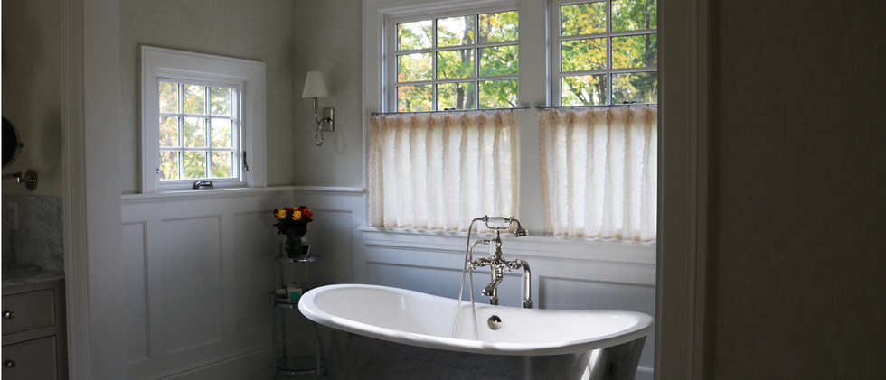 Queen Anne home - Bathroom Tub