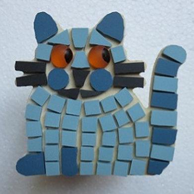 Chat pot bleu