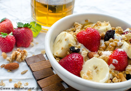yogurt-breakfast-bowl-1024x713.jpg