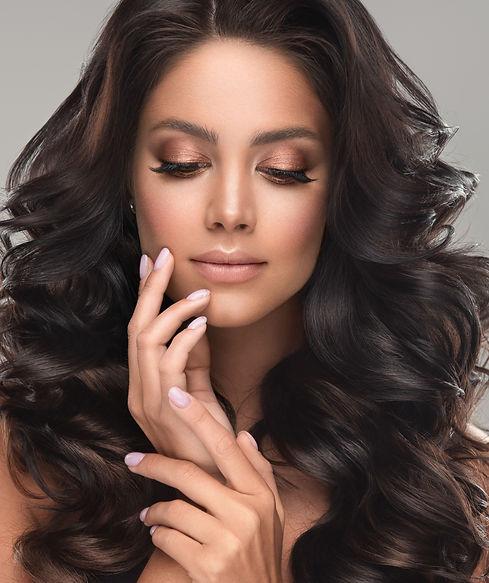 Beauty%20brunette%20girl%20with%20long%2