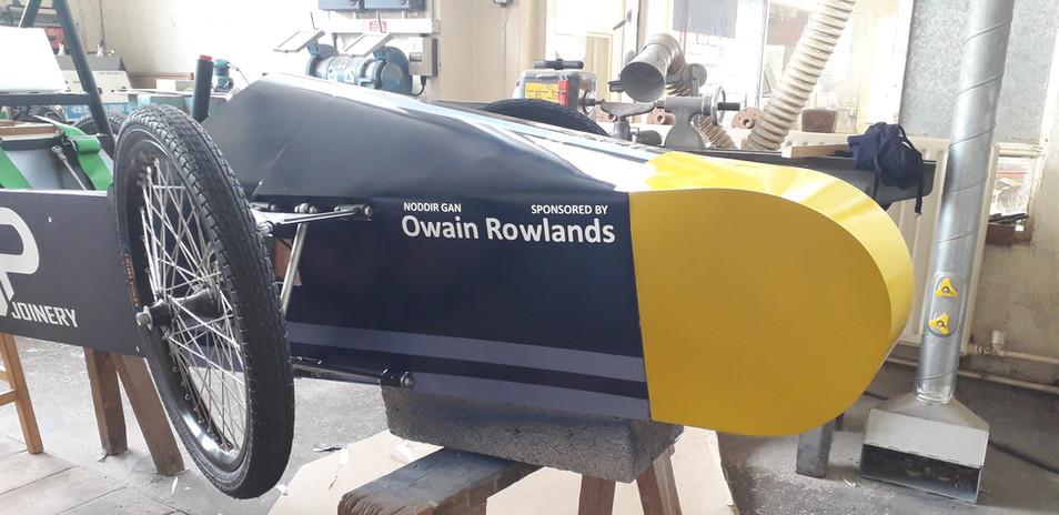 Diolch i cyn disgybl, Owain Rowlands am noddi'r tim  / Thank you to former pupil, Owain Rowlands for sponsoring the team