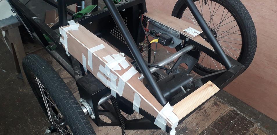 Cychwyn ar cefn y car / Making the rear of the car