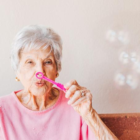Seniors: mieux vieillir avec la réflexologie plantaire