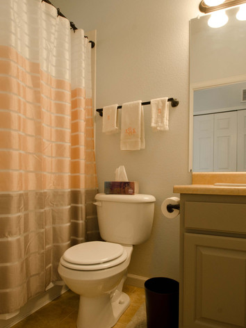 Upper Bathroom.jpg