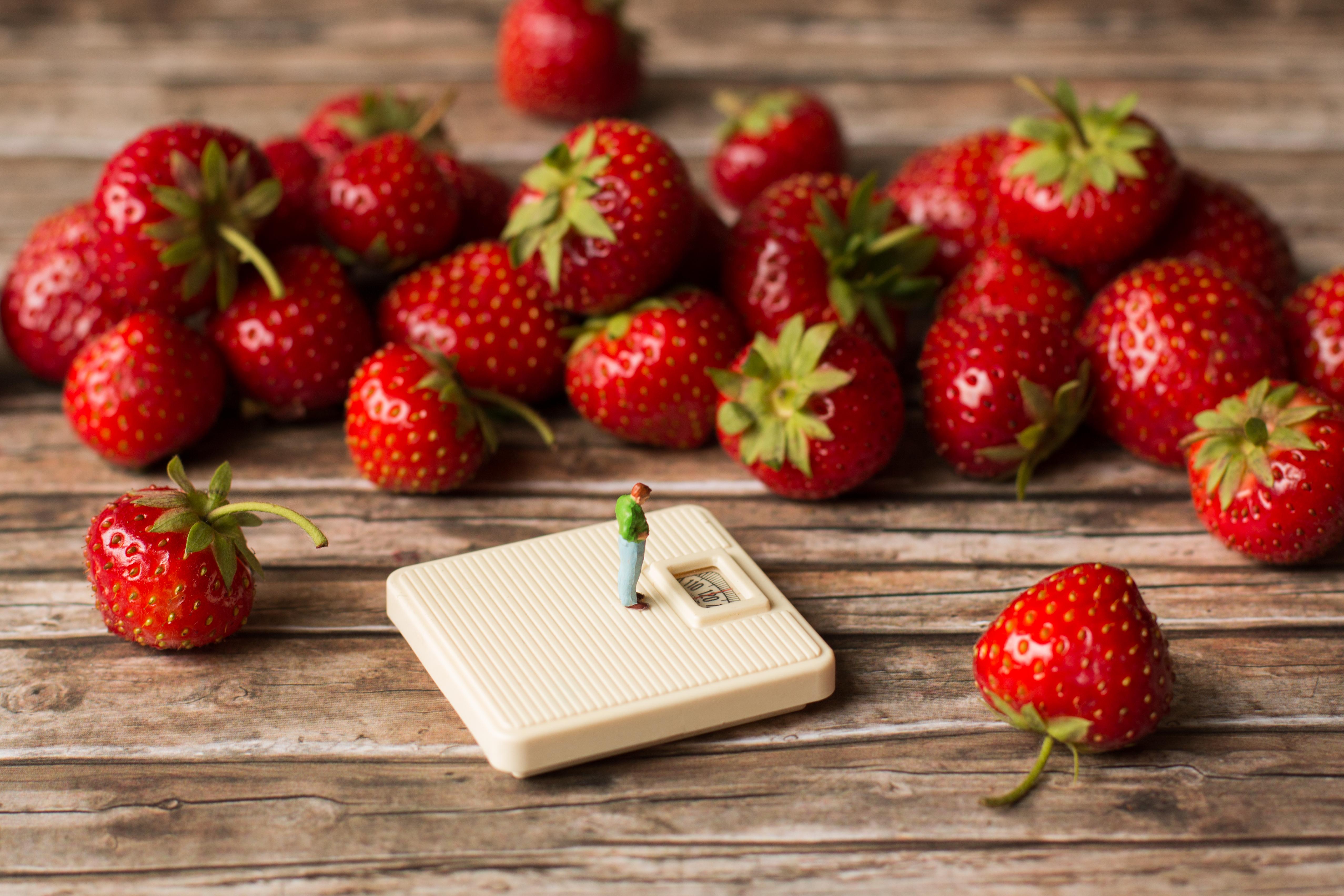 Zu viele Erdbeeren gegessen