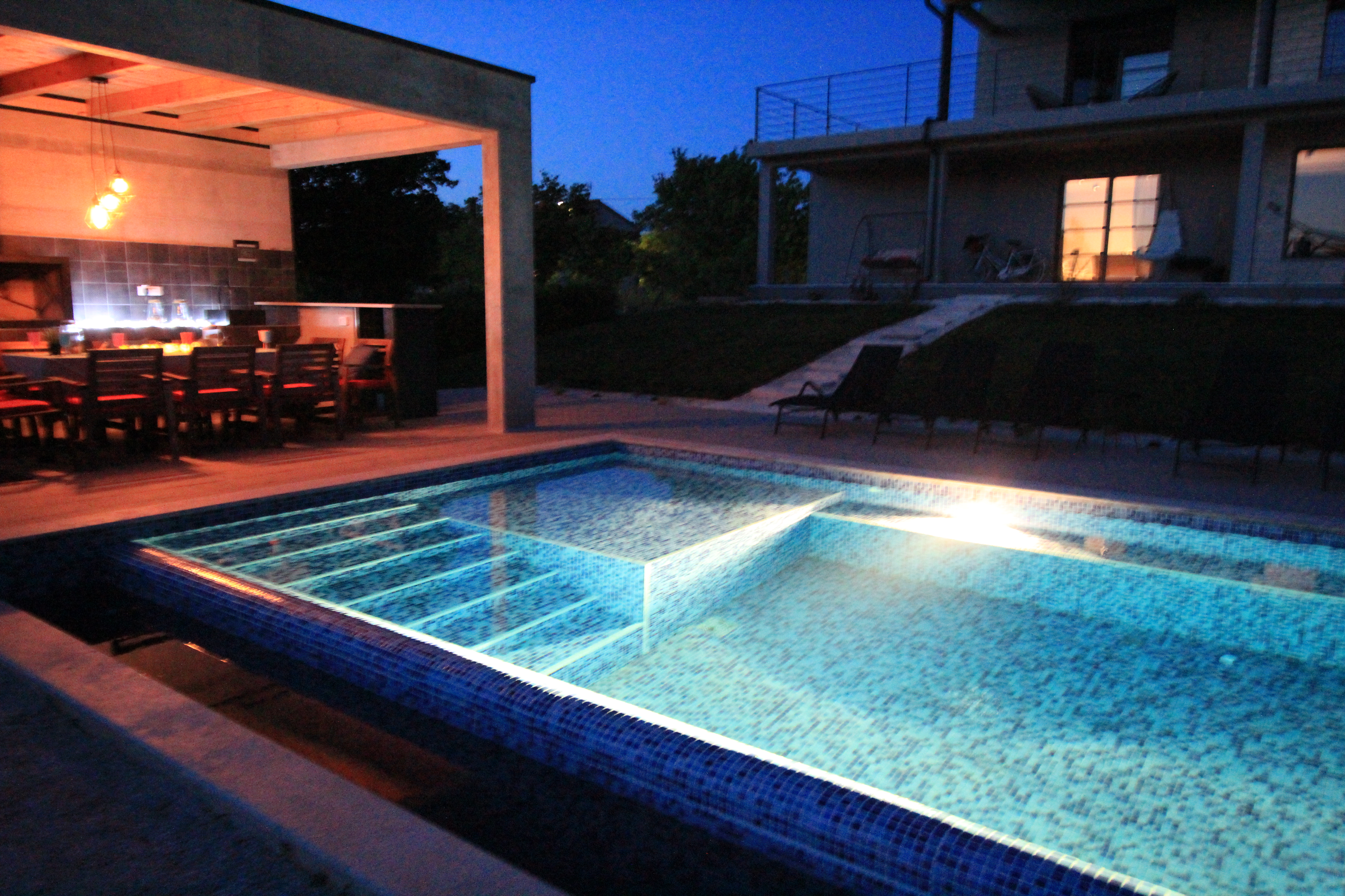 Night pool outdoor bbq vilal2m