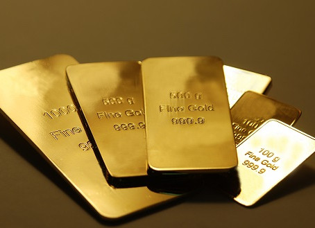 Gold price at record high. Should you invest? - CNBCTV18