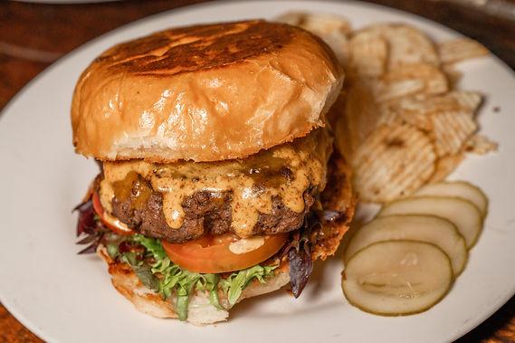ahnvee-photography-grocery-tavern-burger.jpg