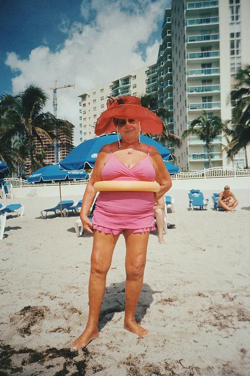 Señora on the beach, Florida 2018