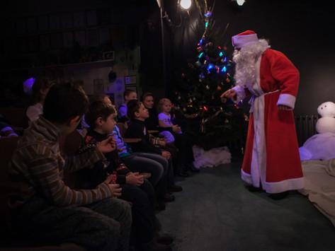 Артист Русского молодежного театра Дмитрий Соболевский рассказал, легко ли быть Дедом Морозом