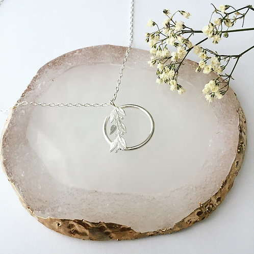 Leafy pendent