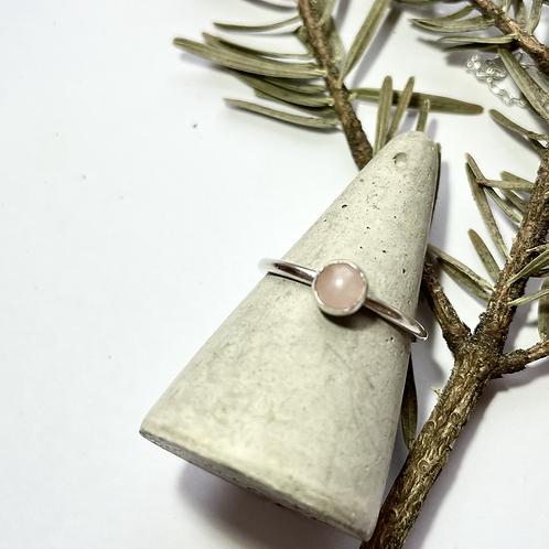 Rose quartz silver ring