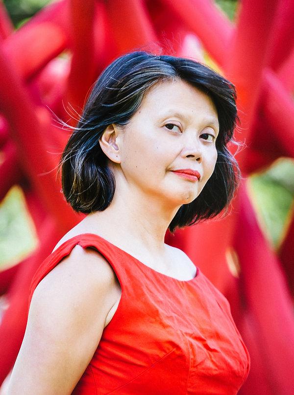 Gina_Apostol_Author_Portrait_Margarita_C
