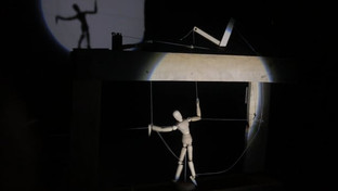 The puppet is controlled by carved grooves, which are read by a special record player for choreographic discs.